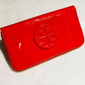 NWT TORY BURCH StackedPatent Zip Wallet, SAMBA